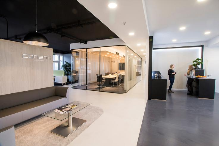 Küche und Konferenzraum