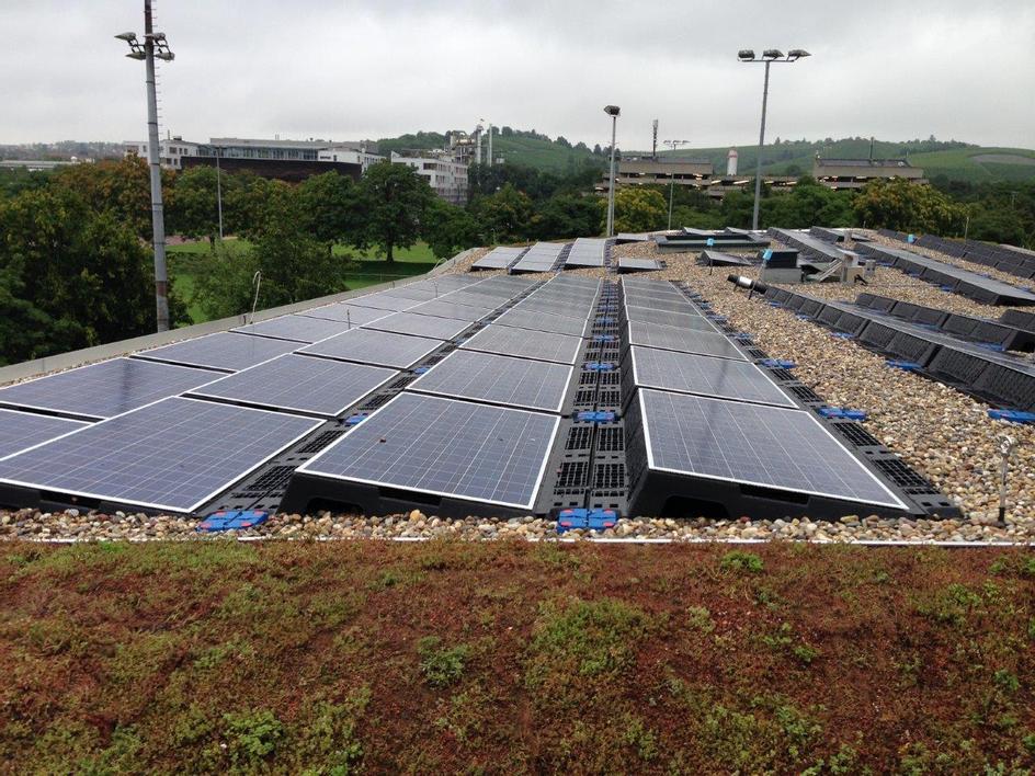 Referenz: Flachdach mit Solaranlage