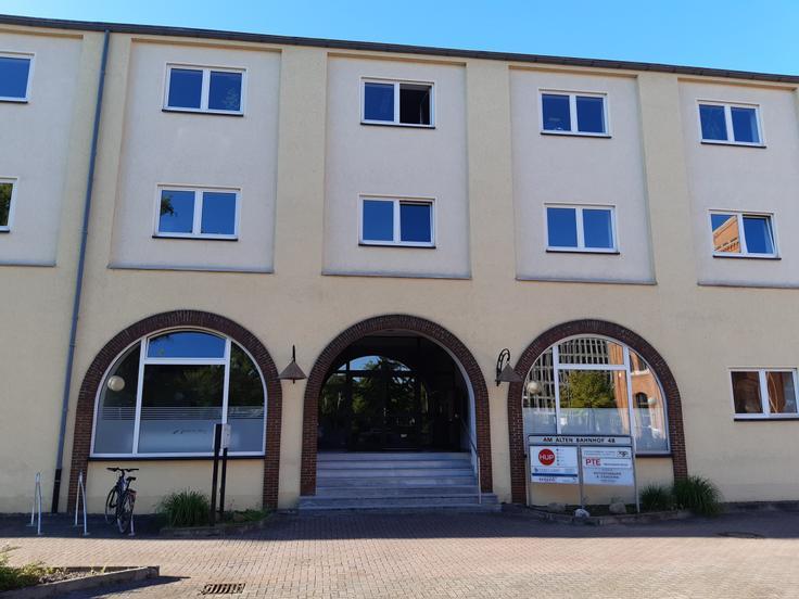 Unser Bürogebäude mit Hauptzugang